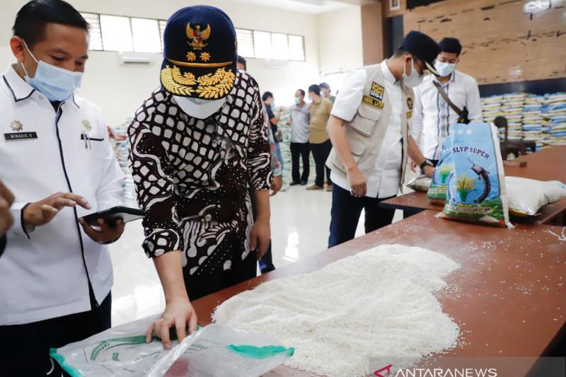 Wagub Jatim minta beras berkutu untuk bansos diganti