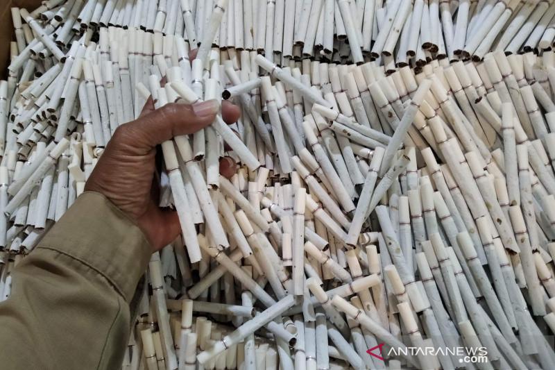 Bea Cukai bersama TNI gerebek rumah tempat menimbun rokok ilegal