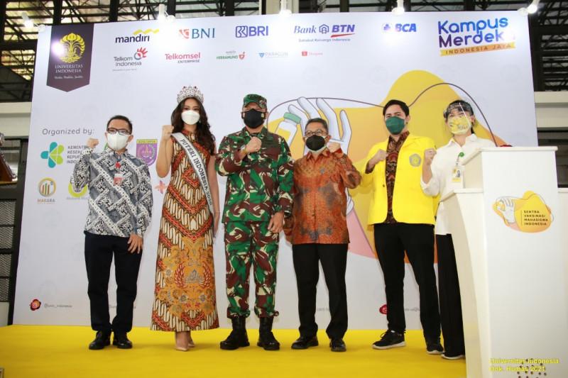 TNI AU bantu tenaga kesehatan vaksinasi di UI