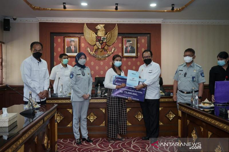 Jasa Raharja serahkan santunan korban penumpang KMP Yunicee Rp862 Juta