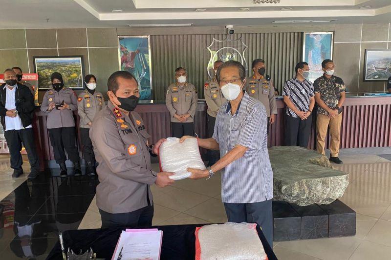 Komunitas Tionghoa Padang sumbangkan 10 ton beras untuk warga