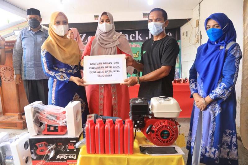 Dekranasda Aceh bantu perajin aksesoris batu giok di Nagan Raya