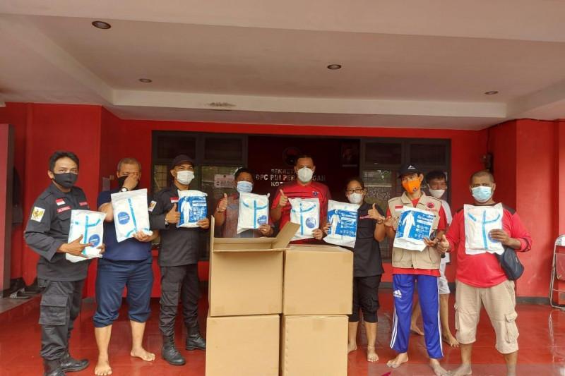 Anggota DPRD Jabar serahkan APD untuk tenaga kesehatan