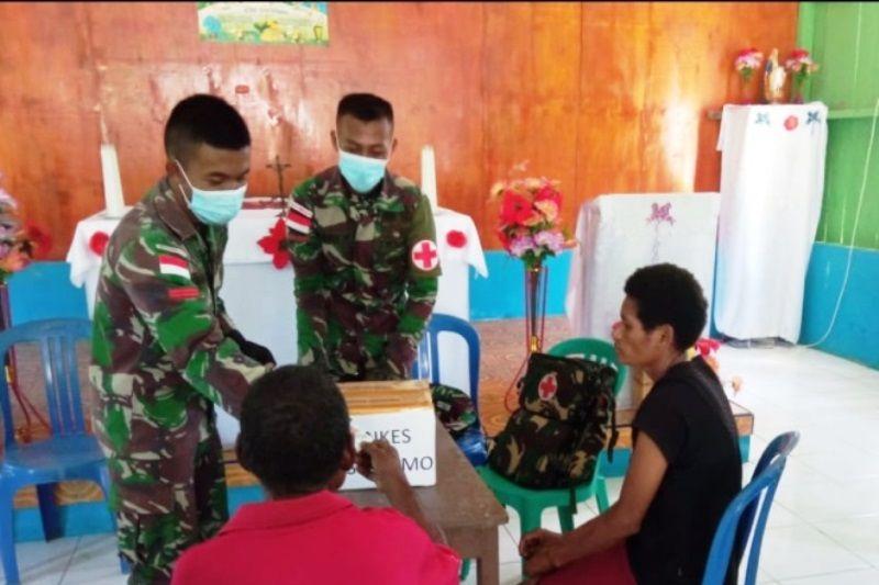 Satgas TNI lakukan pelayanan pengobatan gratis warga di perbatasan PNG