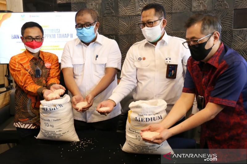 Kemensos dengan Bulog-Pos Indonesia salurkan beras PPKM tahap II