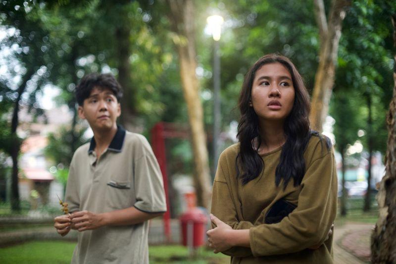 """""""Penyalin Cahaya"""", film panjang perdana sutradara Wregas Bhanuteja thumbnail"""
