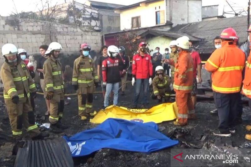 Kemarin, Jerinx divaksin hingga kebakaran di lapak pemulung Mampang