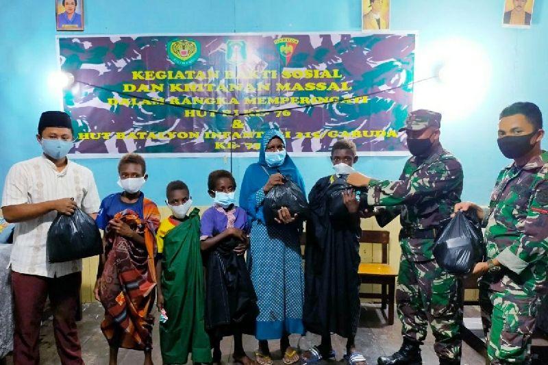 Satgas TNI Yonif 315 di Asmat gelar khitanan massal