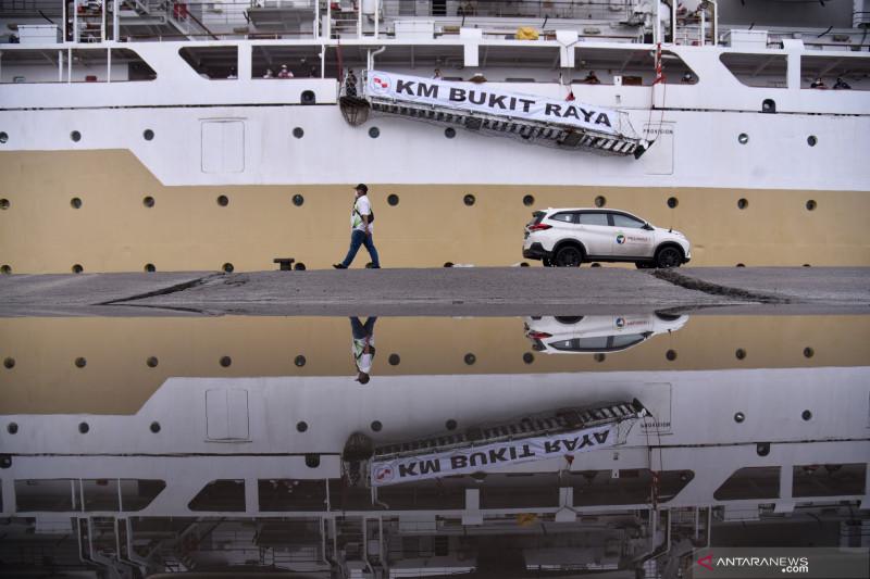 KM Bukit Raya tiba di Pelabuhan Belawan untuk isolasi terapung