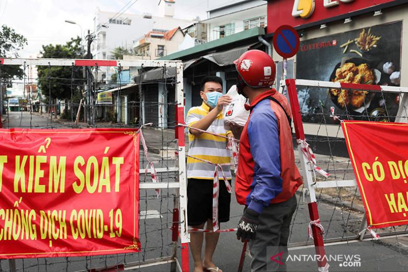 Vietnam perketat lockdown, warga Ho Chi Minh borong bahan pokok