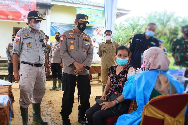 Warga Suku Anak Dalam di perbatasan Muba-Jambi lakukan vaksinasi