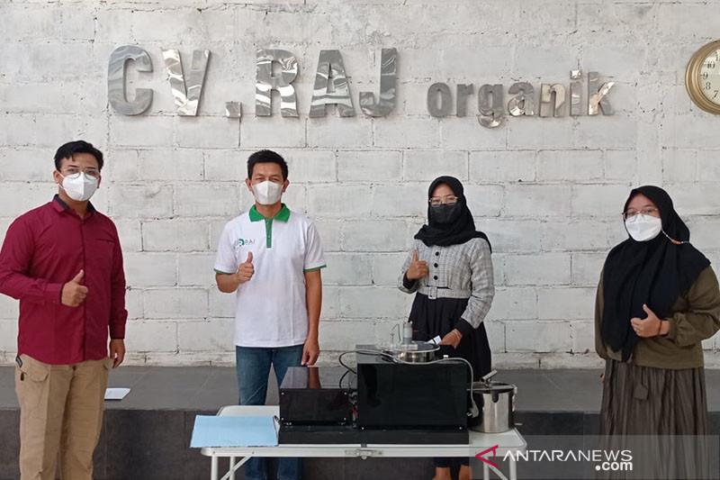 Inovasi mahasiswa UB lahirkan teknologi pembuatan minyak cacing