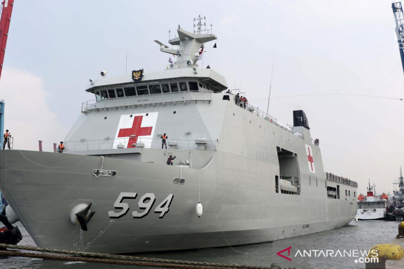 KRI Semarang-594 salurkan 41 tabung oksigen ke RSUD Belitung