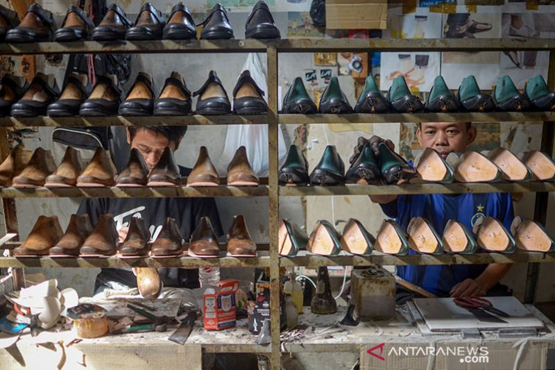 Produk alas kaki Jawa Barat banyak dicari pasar internasional thumbnail