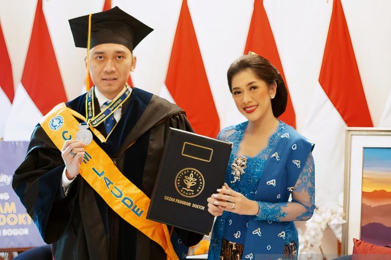 Edhie Baskoro Yudhoyono wisuda doktor dengan predikat cumlaude