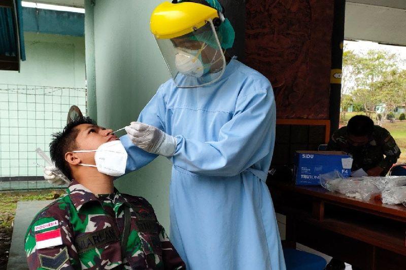 Prajurit TNI di Boven Digoel Papua gelar tes PCR cegah COVID-19