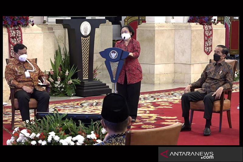 Megawati berpesan agar Jokowi tegar menghadapi pandemi COVID-19