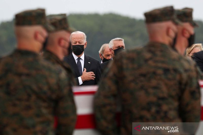 Biden diberi pengarahan soal serangan roket di bandara Kabul