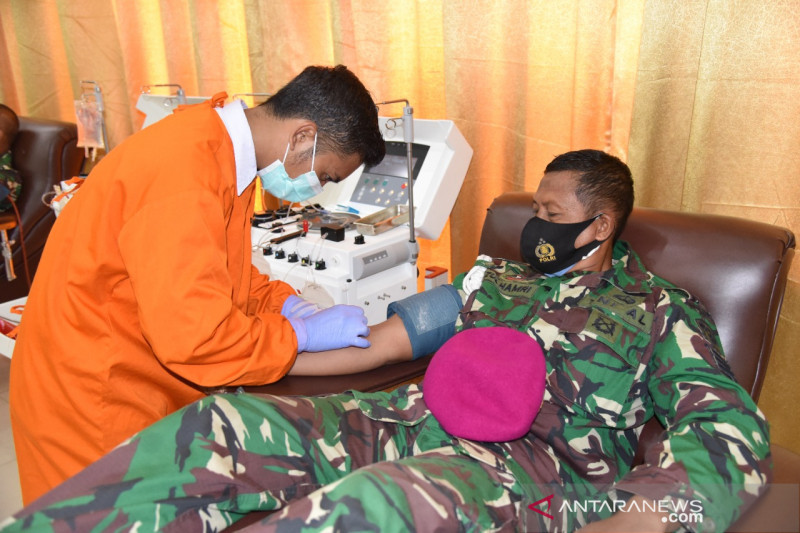 Anggota Marinir donor plasma konvalesen bantu penanggulangan COVID-19