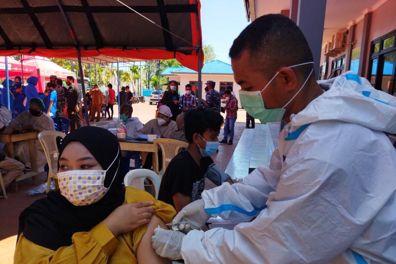 TNI AL Labuan Bajo-NTT gelar serbuan vaksinasi 790 dosis