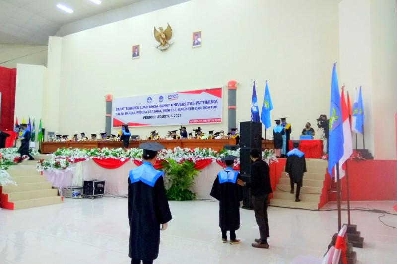 Digelar terbatas dengan prokes, Unpatti Ambon wisuda 1.056 lulusan