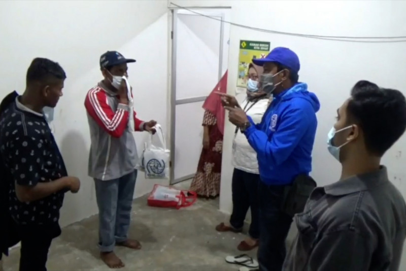 Empat pengungsi Rohingya diberangkatkan ke Makassar