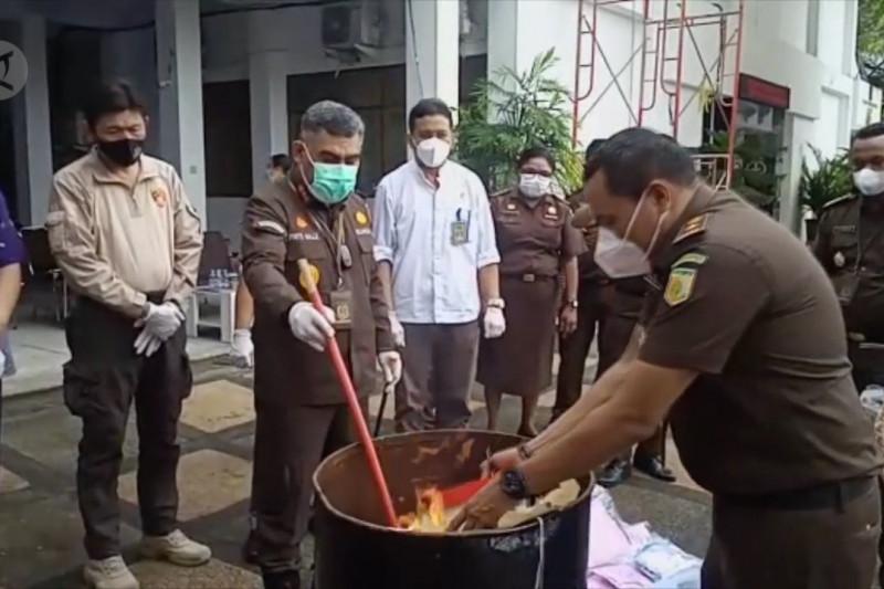 Kejari Ambon musnahkan barang bukti 334 paket narkoba