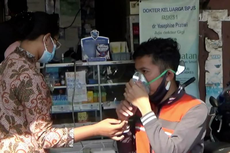 Terapi uap bagi warga terpapar COVID-19 thumbnail