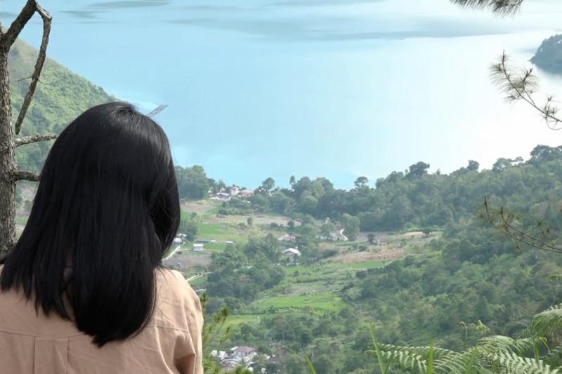 Menikmati Danau Toba di hotel kapsul ramah lingkungan