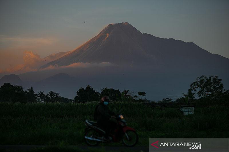 Gunung Merapi kembali keluarkan awan panas guguran sejauh 2.300 meter