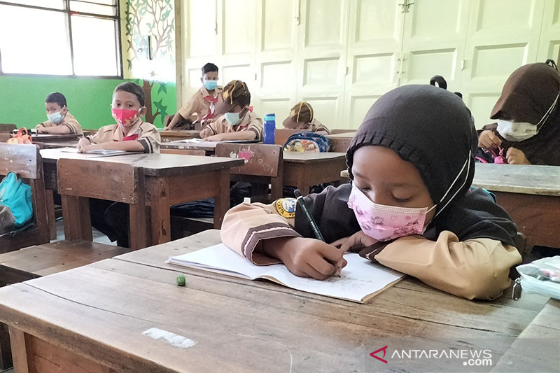 Ada positif COVID-19, Disdik: Belum ada pembatalan PTM 1.500 sekolah