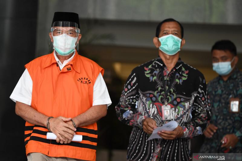 Mantan Bupati Banggai Laut Wenny Bukamo divonis 4,5 tahun penjara