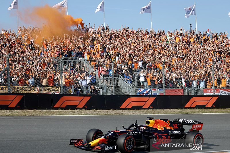Orange Army berpesta di Zandvoort rayakan kemenangan Verstappen