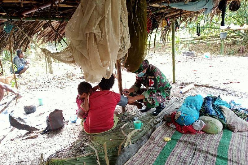 Satgas TNI berikan layanan kesehatan warga Papua di perbatasan