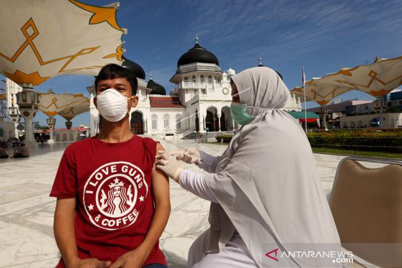 Perburuan teroris Poso dan serbuan vaksinasi sinergi apik TNI-Polri