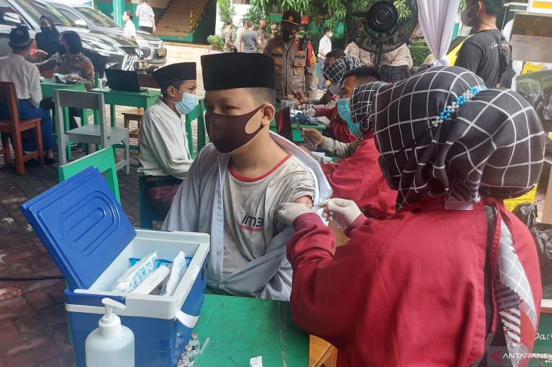 1.000 warga terima vaksin di Pondok Pesantren Az-Ziyadah Klender