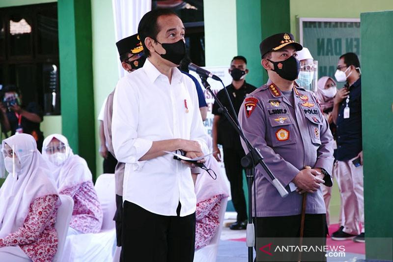 Kapolri dampingi Presiden tinjau Vaksinasi Merdeka di Jawa Timur