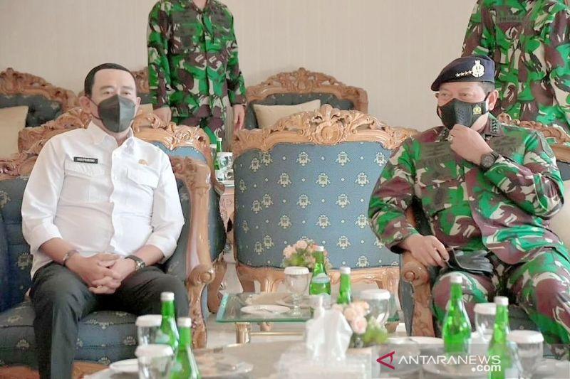 IPDN bersama TNI AL gelar vaksinasi massal di Papua guna dukung PON XX