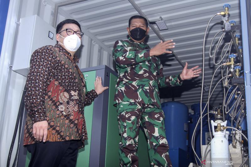 TNI AL menerima donasi tabung oksigen
