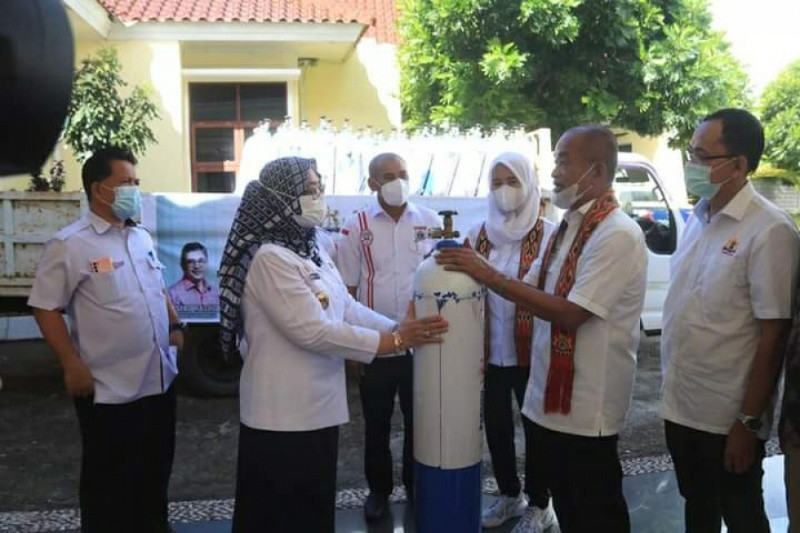 Pemprov Sulbar terima bantuan 100 tabung oksigen dari Kadin