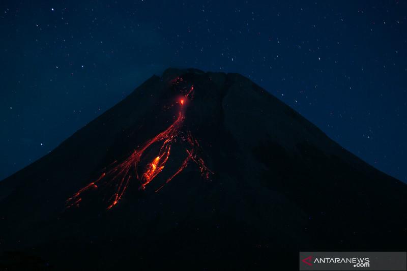 Selama sepekan, 2 kubah lava Gunung Merapi bertambah tinggi