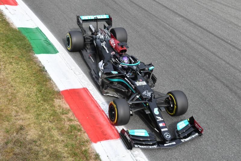 Hamilton 0,5 detik lebih cepat dari Verstappen di FP1 GP Italia