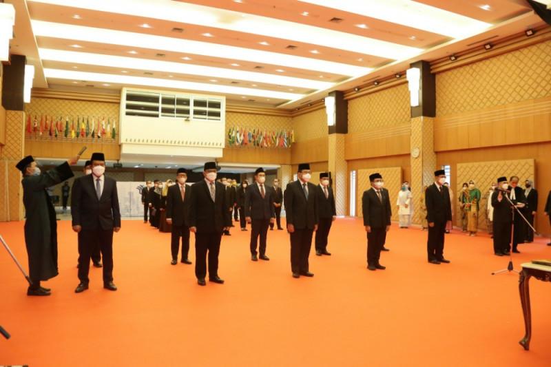 Bahlil lantik 11 pejabat Kementerian Investasi, ingatkan soal OSS
