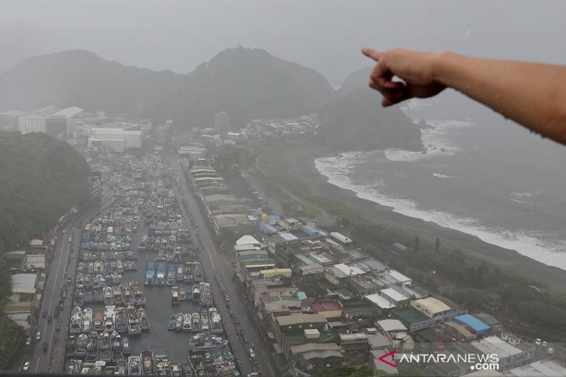 Topan Chanthu menerpa Taiwan
