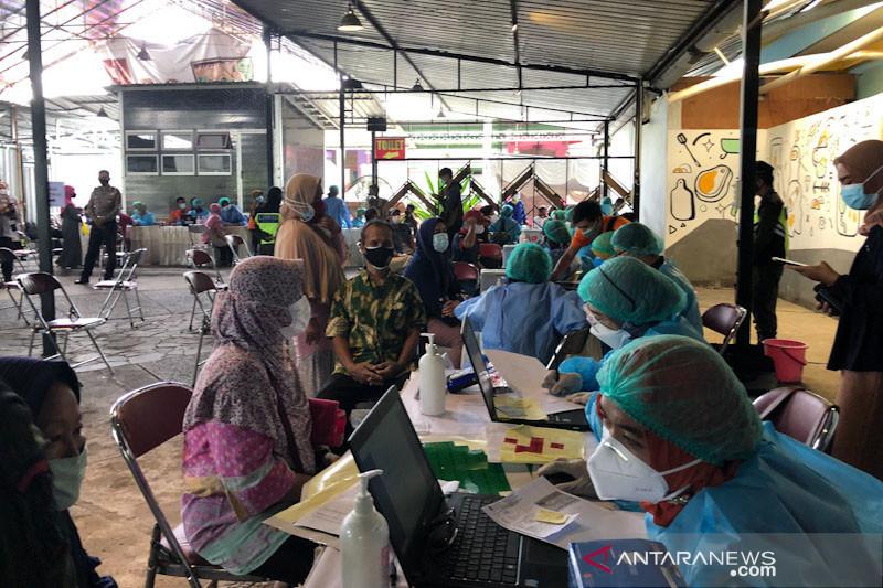 Yogyakarta mulai vaksinasi warga dari hasil penyisiran data RT