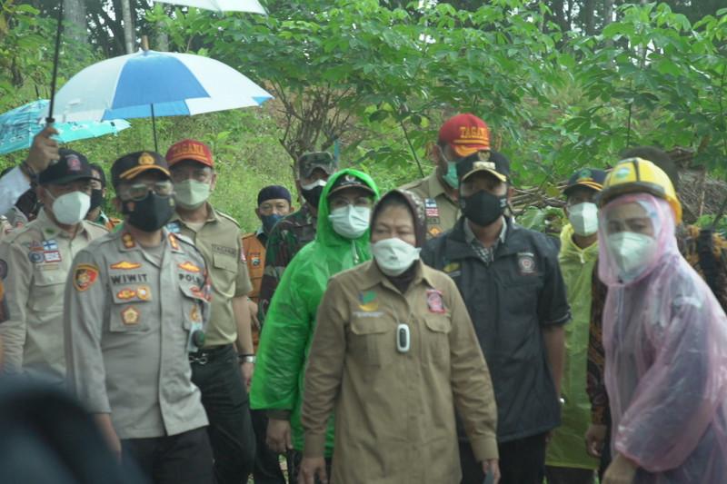 Mensos Risma ikuti simulasi hadapi bencana tsunami di Pantai Pacitan