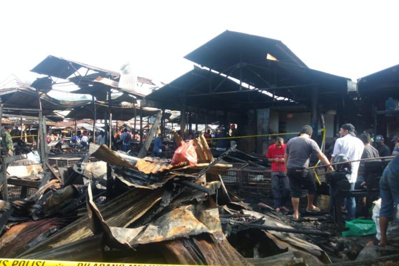 Kebakaran Pasar Bawah Bukittinggi hanguskan 300 kios