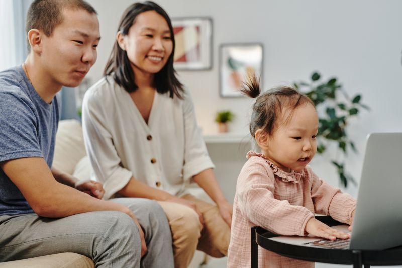 Cara orang tua dukung minat anak jadi kreator konten sedari dini
