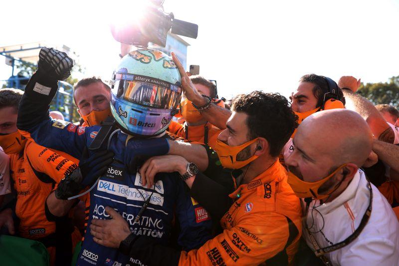 Ricciardo rayakan kemenangan saat McLaren finis 1-2 di Monza