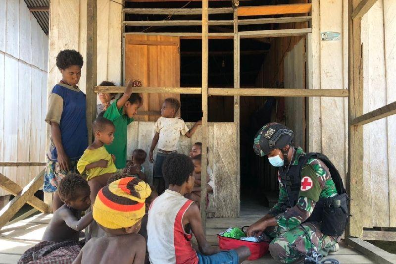 Satgas TNI beri pengobatan warga di perbatasan RI-PNG